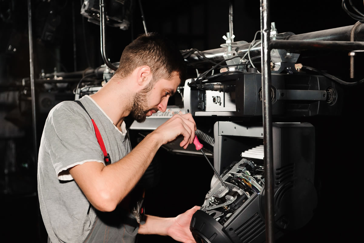 What to Know about Electrical Technicians that Work in Film